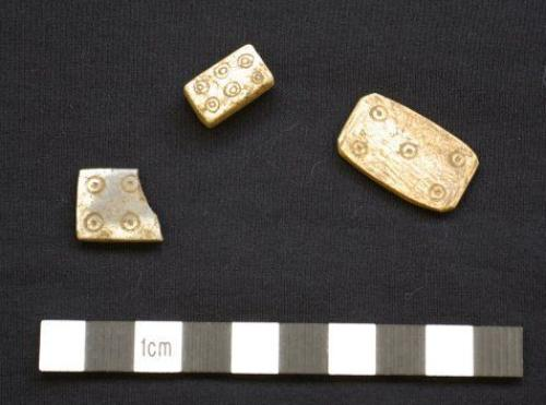 Iron Age gaming pieces that were found (dice at the top and 'dominoes'/counters either side).