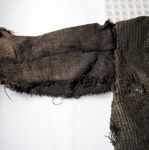 Tunic – detail. Photo: Mårten Teigen/ The Museum of Cultural History